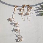 New! ECLIPSE collection of earrings Enquiries DM/ДИРЕКТ  WORLDWIDE SHIPPING  Коллекция серег ECLIPSE/ на фото пара небольшого размера  и моно серьга с кристаллами