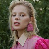 What about pink?  _ Photo @hellen_livshuk  Mua @grinyuka_nastya Model @mari_lxs _ #Accentuate#collection#art#pink#mood#garden#campaign