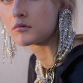 ACCENTUATE Crystal clips  Make the order DM/LENA.ROMANENKO@GMAIL.COM  _ photo @faaasss66 Model @sava_tati  #accentuate#art#design#mood#chic#glam#beauty#sparkles